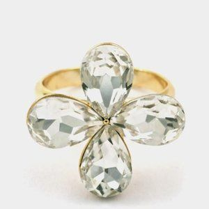 a flower colored stone ring